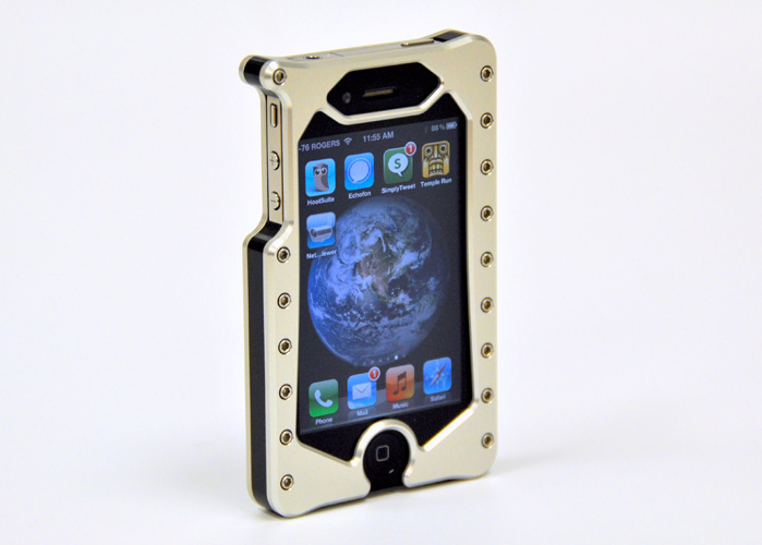 Aluminum Alloy iPhone 4/4s case solid construction chrome finish and in multiple colors
